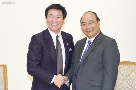 Thủ tướng Nguyễn Xuân Phúc tiếp Thống đốc tỉnh Chiba, ông Kensaku Morita. Ảnh: VGP/Quang Hiếu