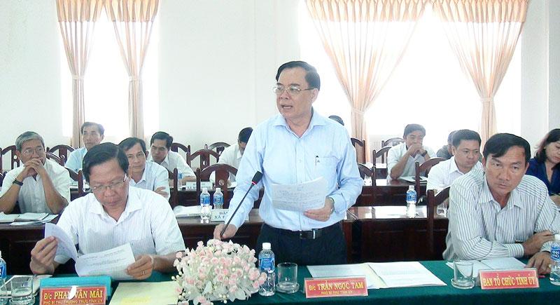 Phó bí thư Thường trực Tỉnh ủy Phan Văn Mãi và Phó bí thư Tỉnh ủy Trần Ngọc Tam tại buổi khảo sát.  ảnh: Hồng Quốc