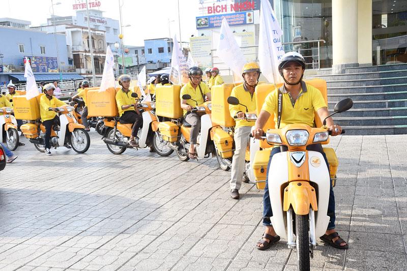 Đoàn viên, thanh niên Bưu điện tỉnh tổ chức diễu hành tuyên truyền chính sách BHXH.