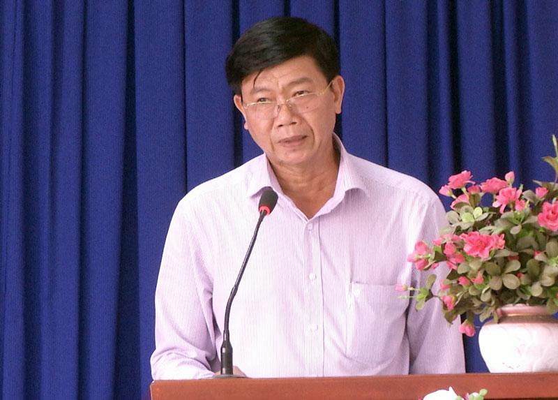 Phó chủ tịch UBND huyện Nguyễn Ngọc Tân phát biểu tại hội nghị.