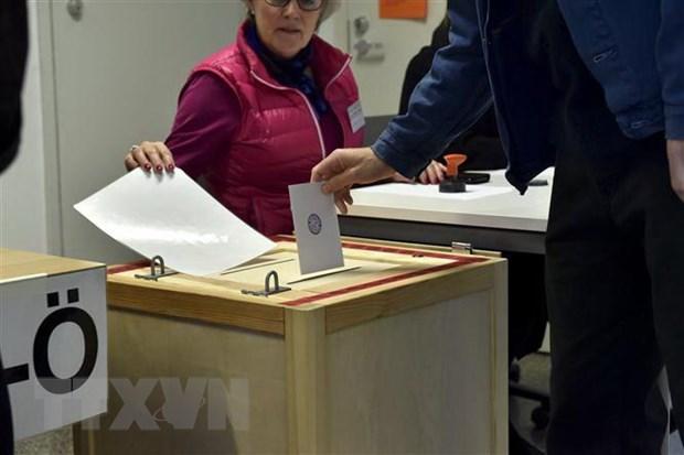 Cử tri Phần Lan bỏ phiếu tại một địa điểm bầu cử ở Helsinki ngày 14-4-2019. Nguồn: AFP/TTXVN