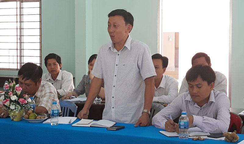 Phó giám đốc Sở Kế hoạch và Đầu tư Châu Văn Bình tại buổi khảo sát ở xã Tân Thiềng.
