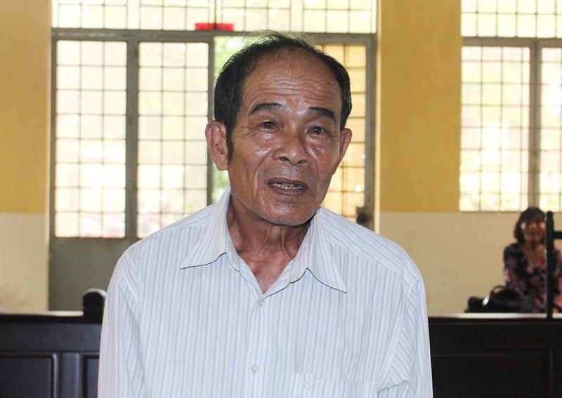 Bị cáo Trần Văn Đẳng tại phiên tòa hình sự sơ thẩm ngày 16-4-2019.