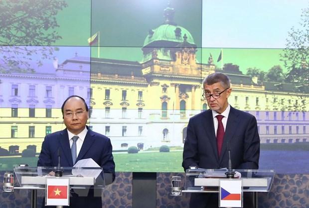 Thủ tướng Nguyễn Xuân Phúc và Thủ tướng Cộng hòa Séc Andrej Babis gặp gỡ báo chí sau khi kết thúc hội đàm. Ảnh: Thống Nhất/TTXVN