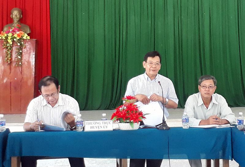 Phó bí thư Thường trực Huyện ủy Nguyễn Thành Thắng phát biểu tại buổi làm việc.