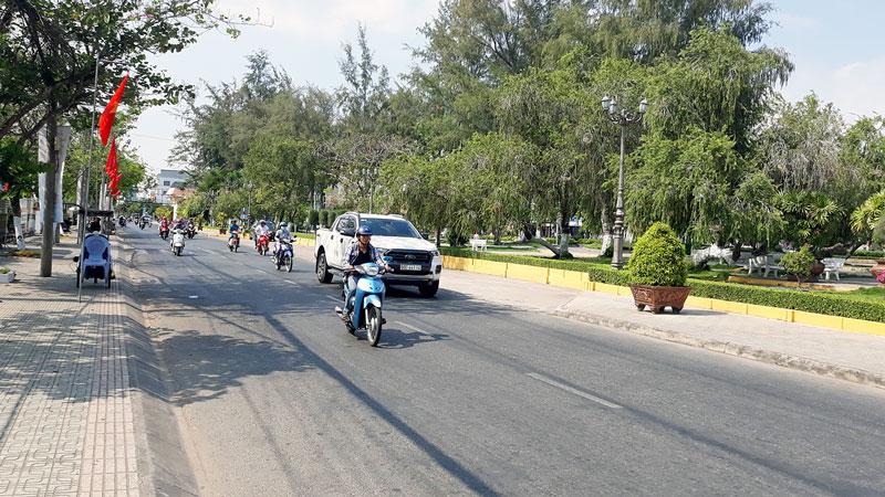 Tuyến đường ven công viên Đồng Khởi, phường 4, TP. Bến Tre. Ảnh: Hữu Hiệp