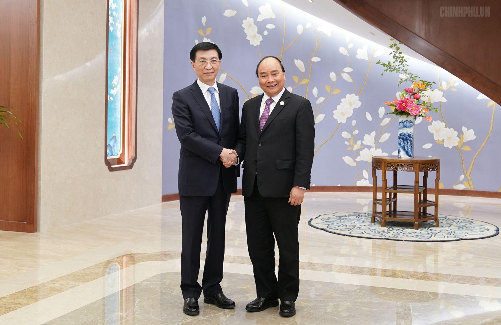 Thủ tướng Nguyễn Xuân Phúc và đồng chí Vương Hộ Ninh. Ảnh: VGP/Quang Hiếu