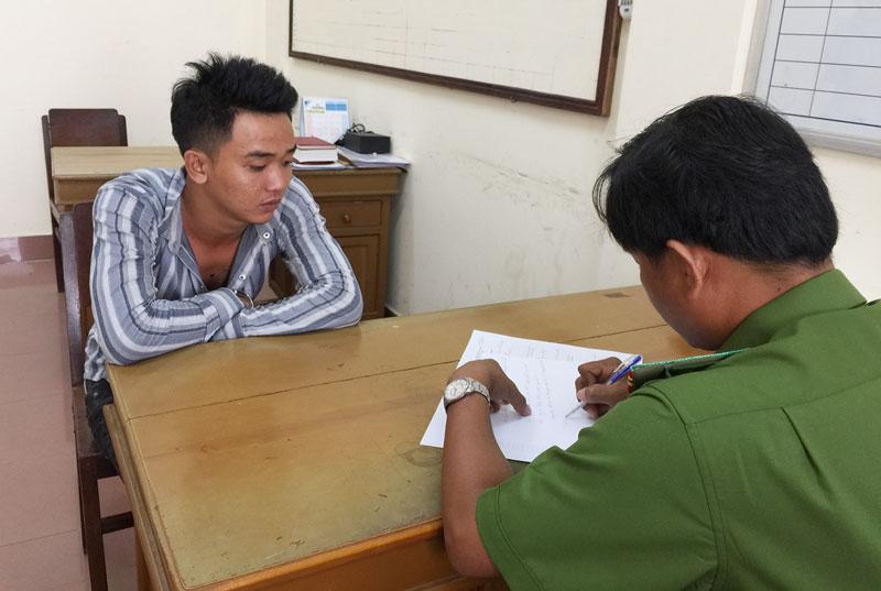 Đối tượng Nguyễn Mạnh Thắng tại cơ quan điều tra.
