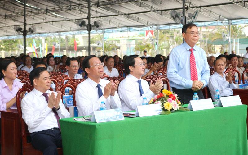 Lãnh đạo, đại biểu tham dự lễ kỷ niệm.