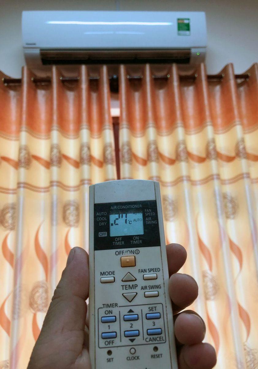 Sử dụng máy điều hòa ở nhiệt độ hợp lý sẽ giúp tiết kiệm điện. Ảnh: N. H