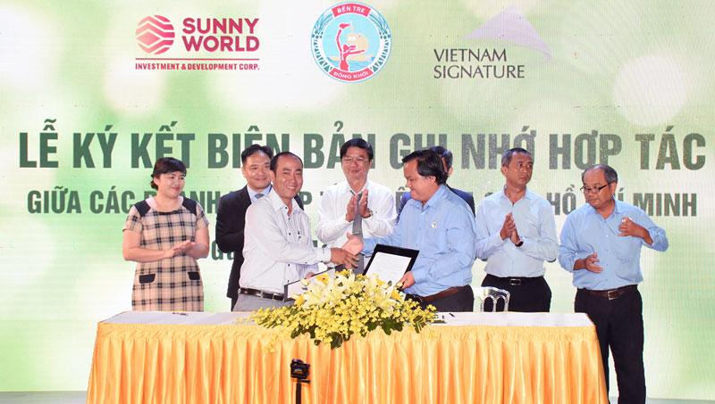 Saigon Co.op kết nối cung cầu hàng hóa với Công ty TNHH Chế biến dừa Lương Quới. Ảnh: C.Trúc