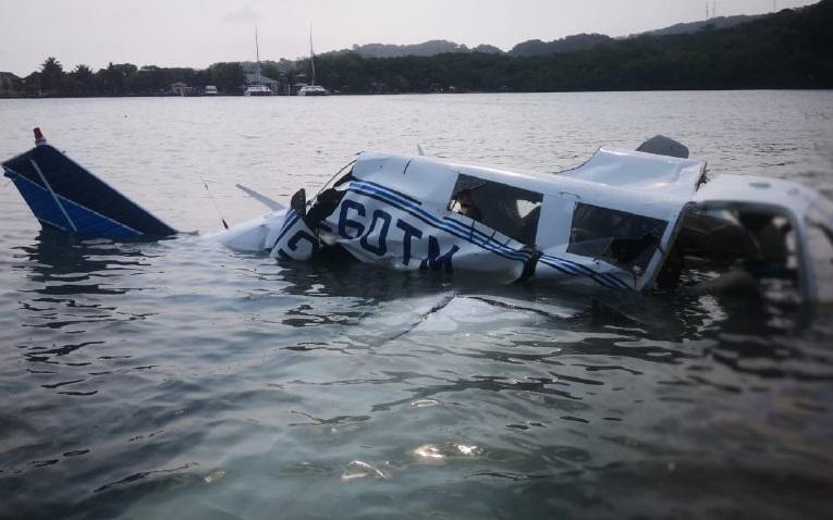 Chiếc máy bay gặp nạn. Ảnh: AFP