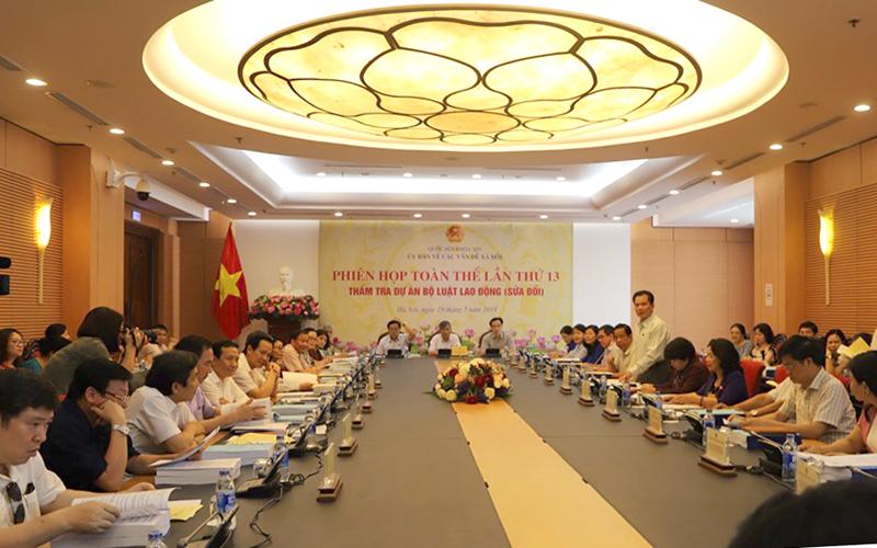 Ủy ban về các vấn đề xã hội của Quốc hội họp phiên toàn thể thẩm tra dự án Bộ luật Lao động sửa đổi.