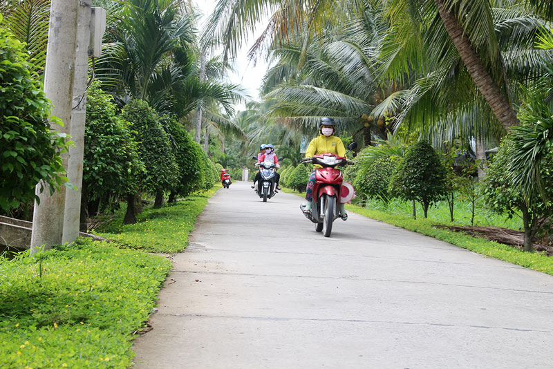 Nhiều tuyến đường nông thôn được nhân dân đóng góp xây dựng nhờ làm tốt công tác tuyên truyền miệng.