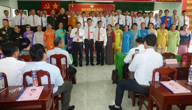 Ủy ban MTTQ Việt Nam huyện Giồng Trôm nhiệm kỳ mới ra mắt và hạ quyết tâm.