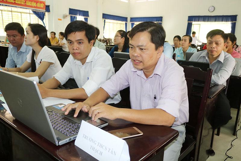 Tăng cường quản lý, giáo dục chính trị tư tưởng đối với học sinh trên môi trường mạng.