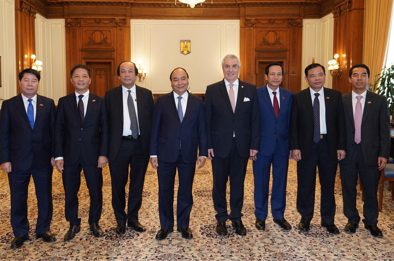 Tổng thống Cộng hòa Séc Milos Zeman đón Đoàn đại biểu cấp cao Chính phủ Việt Nam do Thủ tướng Nguyễn Xuân Phúc dẫn sang thăm, làm việc tại Cộng hòa Séc. Ảnh: PT