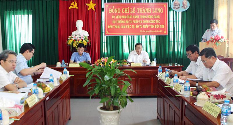 Quang cảnh buổi làm việc của Đoàn công tác Bộ Tư pháp với Sở Tư pháp Bến Tre.