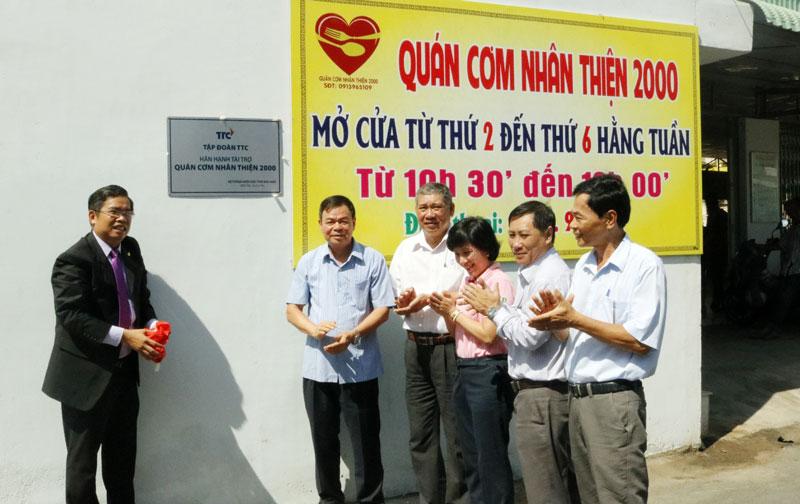 Tập đoàn TTC hân hạnh tài trợ hệ thống điện mặt trời mái nhà cho quán cơm Nhân Thiện 2000.