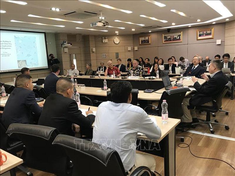 """Tiến sỹ Li Nan thuộc Viện Đông Á, Đại học Quốc gia Singapore đã đưa ra tham luận theo chủ đề """"Tăng cường sức mạnh quân sự ở Biển Đông, những tác động chủ yếu và giải pháp khắc phục""""."""