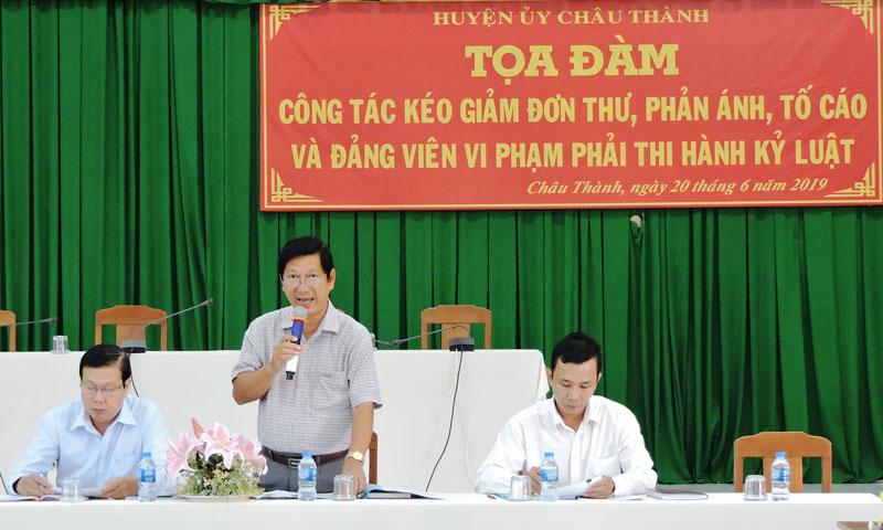 Bí thư Huyện ủy Châu Thành Trương Minh Nhựt phát biểu tại buổi tọa đàm.