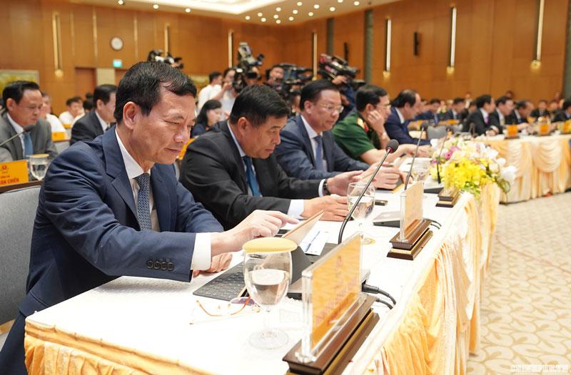 Các thành viên Chính phủ biểu quyết thông qua hệ thống e-Cabinet - Ảnh: VGP/Quang Hiếu