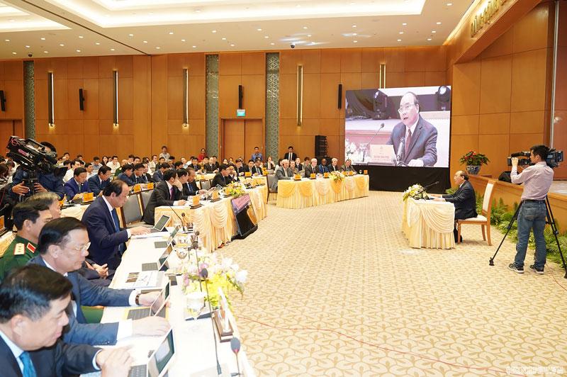 Thủ tướng Nguyễn Xuân Phúc chủ trì phiên họp Chính phủ đầu tiên qua hệ thống e-Cabinet - Ảnh: VGP/Quang Hiếu