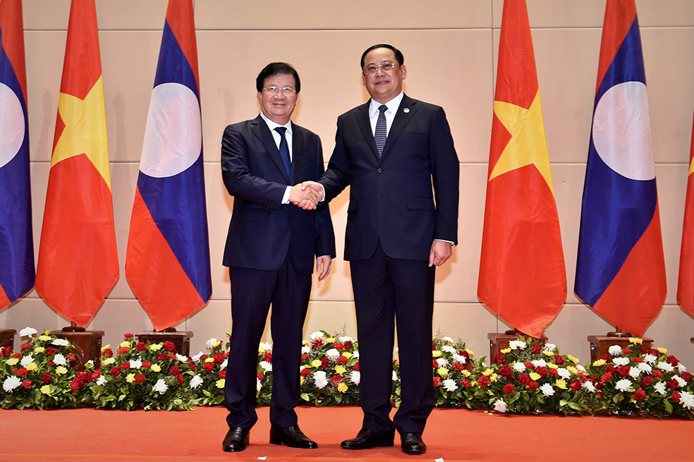 Phó thủ tướng Trịnh Đình Dũng và Phó thủ tướng Chính phủ Lào Sonexay Siphandone. Ảnh: VGP/Nhật Bắc