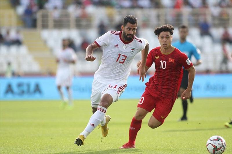 Iran (áo trắng) là đội bóng mạnh nhất châu Á