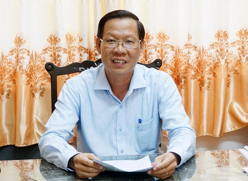 Đồng chí Phan Văn Mãi trả lời phỏng vấn.