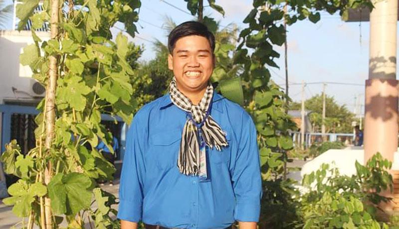 Bạn Nguyễn Ngọc Thiện, học sinh lớp 11A1, Bí thư Đoàn Trường THPT Trần Văn Ơn