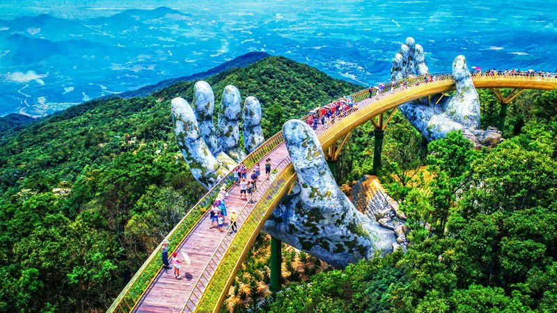 Cầu Vàng - công trình kiến trúc độc đáo trên đỉnh Bà Nà. Ảnh: dantri.com.vn