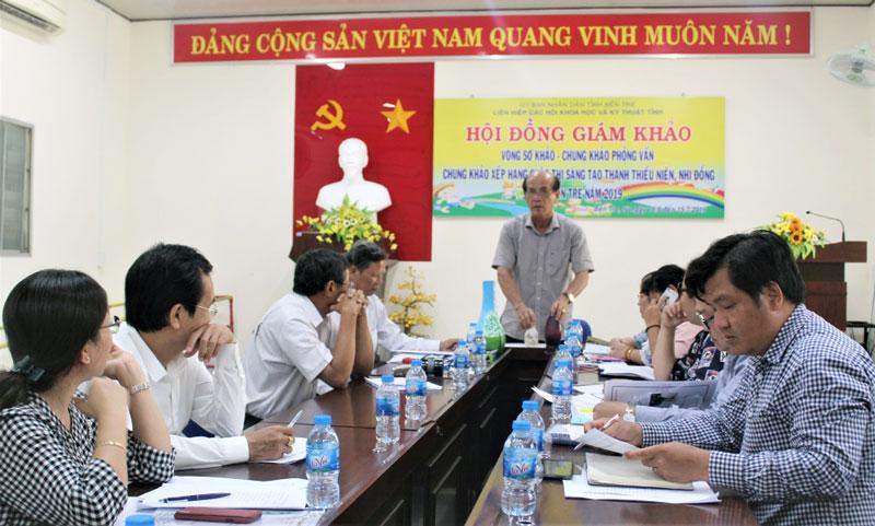 Ông Nguyễn Quốc Bảo - Chủ tịch Liên hiệp các Hội Khoa học và Kỹ thuật tỉnh chủ trì cuộc họp.