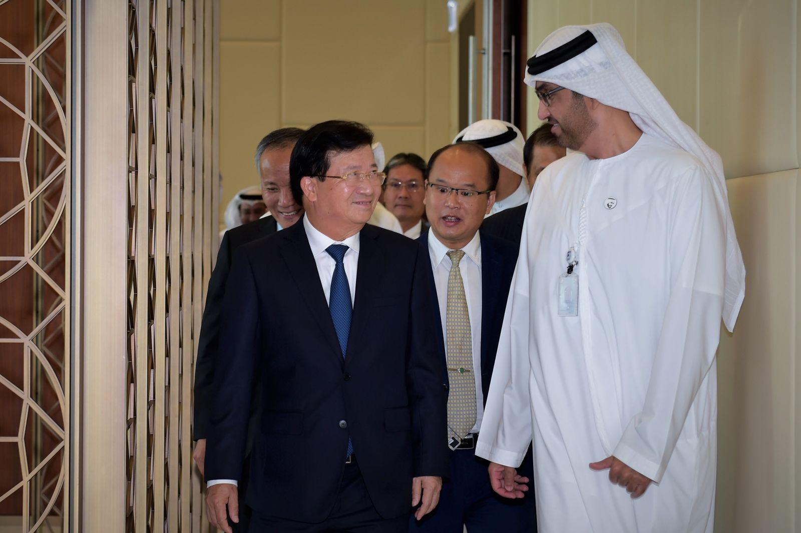 Phó thủ tướng Trịnh Đình Dũng và Quốc vụ khanh phụ trách kinh tế, đầu tư UAE Sultan Bin Ahmed Al Jaber. Ảnh: VGP/Nhật Bắc