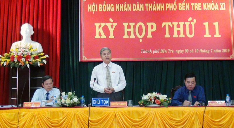 Ông Nguyễn Văn Đức - Bí thư Thành ủy - Chủ tịch HĐND TP. Bến Tre phát biểu kết luận kỳ họp.