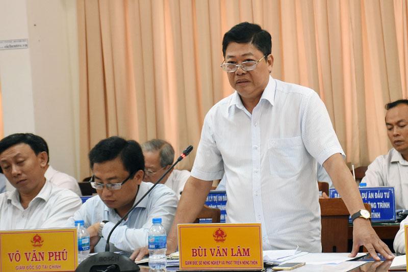 Giám đốc Sở Nông nghiệp và Phát triển nông thôn Bùi Văn Lâm phát biểu tại hội nghị.