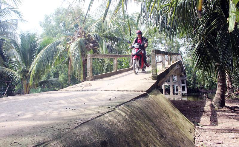 Cầu Thuận Lợi thuộc xã Hòa Lợi, huyện Thạnh Phú phục vụ bà con hai ấp Quí Thuận A và Quí Lợi đến nay.