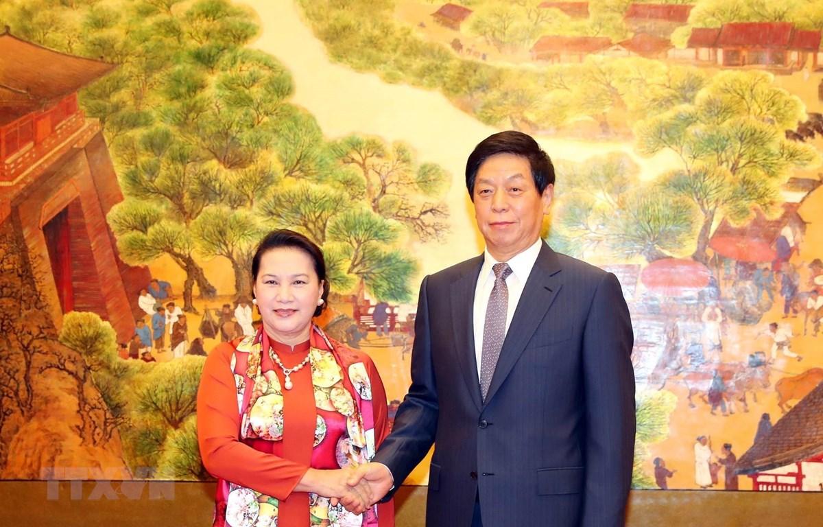 Chủ tịch Nhân đại Trung Quốc Lật Chiến Thư đón Chủ tịch Quốc hội Nguyễn Thị Kim Ngân. Ảnh: Trọng Đức/TTXVN