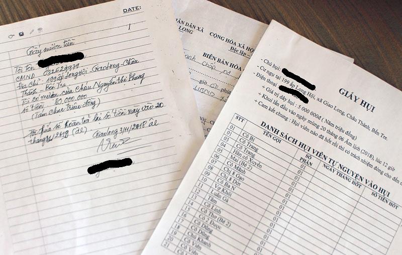 Các giấy tờ liên quan đến tranh chấp hụi, tiền vay do bà V. làm chủ. Ảnh: CPV