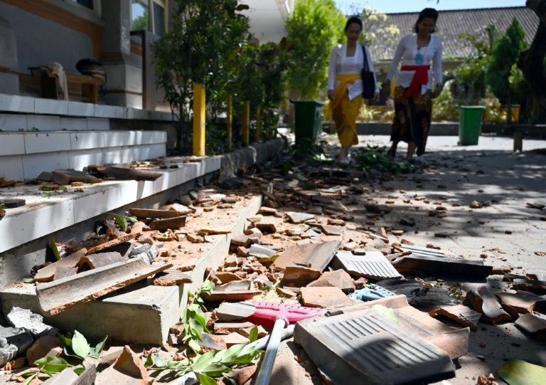 Thiệt hại tại một trường học do trận động đất xảy ra ở Bali vào ngày 16-7-2019. Ảnh: AFP