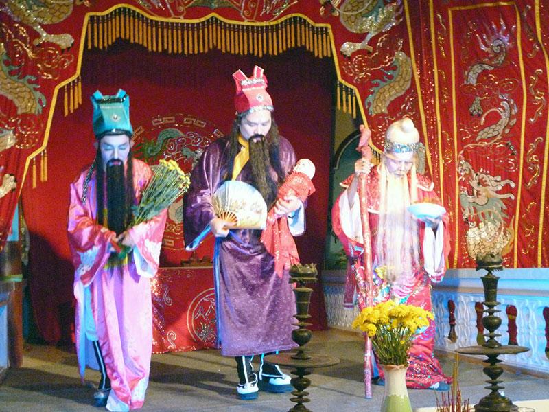 Nghi thức Đại bội trong lễ Kỳ yên miếu Bà Tiệm Tôm, xã An Thủy, huyện Ba Tri. Ảnh: Hữu Nghĩa