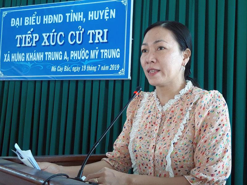 Bà Nguyễn Thị Yến Nhi - Phó chủ tịch HĐND tỉnh phát biểu tại buổi tiếp xúc.