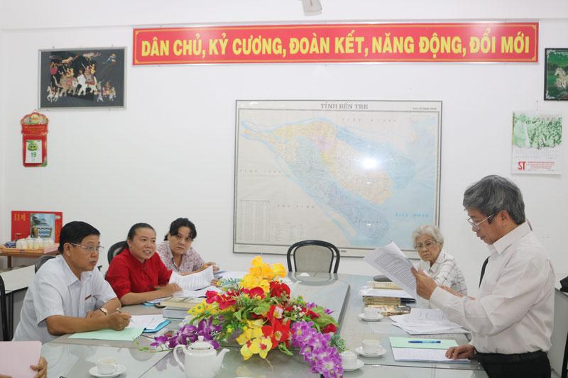 Giáo sư Nguyễn Chí Bền trình bày tiêu chuẩn xét Giải thưởng Hồ Chí Minh.