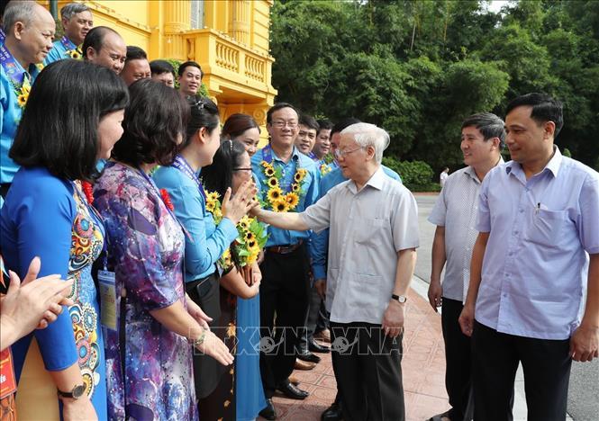 Tổng Bí thư, Chủ tịch nước Nguyễn Phú Trọng gặp mặt các Chủ tịch công đoàn cơ sở tiêu biểu và các cán bộ công đoàn được nhận Giải thưởng Nguyễn Văn Linh lần thứ nhất. Ảnh TTXVN