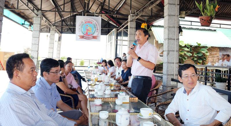 Chủ tịch UBND tỉnh thông tin các vấn đề chung của tỉnh và khuyến khích phát triển điện mặt trời áp mái.