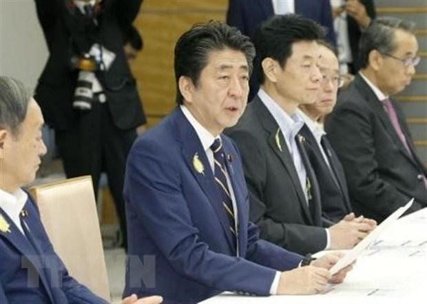 Thủ tướng Nhật Bản Shinzo Abe (thứ 2, trái) tại phiên họp nội các ở Tokyo ngày 4-7. (Ảnh: Kyodo/TTXVN)