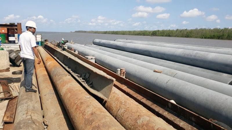 Đầu tư xây dựng nhà máy điện gió tại xã Thạnh Hải, Thạnh Phú. Ảnh: C. Trúc