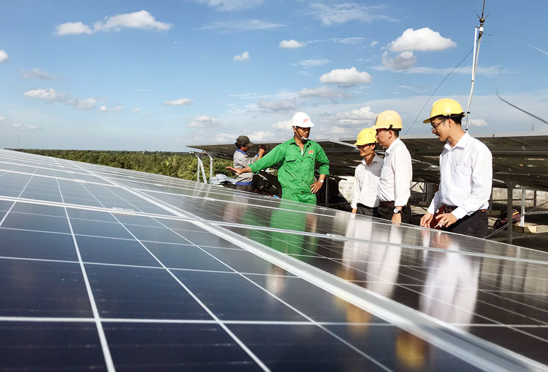 Nhiều doanh nghiệp đầu tư điện năng lượng mặt trời áp mái trên địa bàn tỉnh. Ảnh: Cẩm Trúc