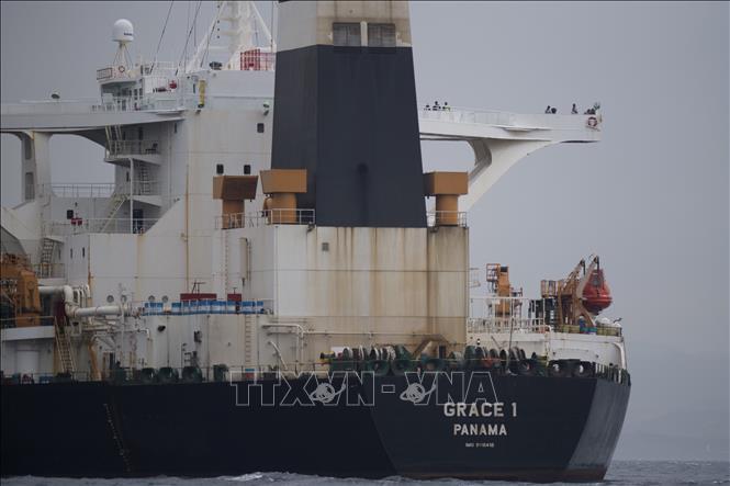 Tàu chở dầu Grace 1 của Iran trên vùng biển ngoài khơi Gibraltar ngày 6-7-2019. Ảnh: AFP/TTXVN