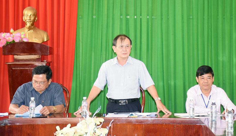Phó chủ tịch Thường trực HĐND tỉnh Huỳnh Quang Triệu phát biểu tại buổi giám sát việc tiếp cận chính sách từ phía doanh nghiệp. Ảnh: C. Trúc